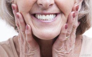 牙黄变白的简单方法 牙齿变白小妙招
