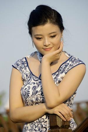 【人像摄影】丰满美少妇旗袍